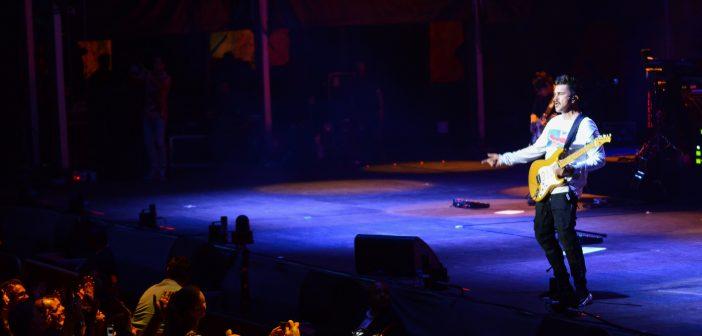 El cantante y compositor Juanes pone en pie al público del Starlite