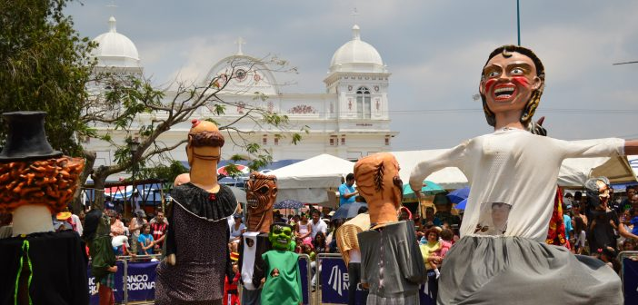 Feria_Nacional_de_la_Mascarada._Barva_de_Heredia